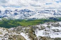 Schnee in den Bergen vom Alpen Gebirge