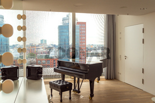 Konzertflügel in einer Garderobe in der Elbphilharmonie