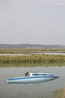 Gekentertes Fischerboot bei Seca in Slowenien
