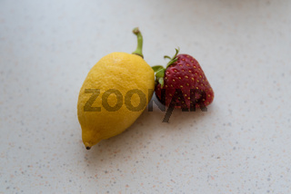 leuchtende Zitrone und Erdbeere - süss und sauer