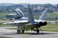 Kampfflugzeug auf dem Landestreifen
