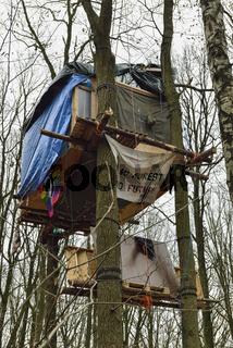 ohne Wald keine Zukunft... Baumhaus *Nordrhein-Westfalen*, Protestaktion Hambacher Forst