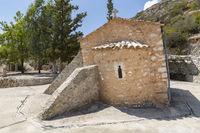Die kleine schiefe Kirche Agios Nikolaos im Süden von Kreta, Griechenland
