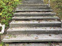 Treppenanlage dir durch Beschädigung Verkehrsunsicher ist