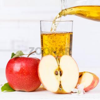 Apfelsaft einschenken eingießen eingiessen Apfel Saft Äpfel Fruchtsaft Quadrat