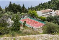 Tennisplatz eines Hotels