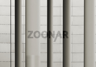 Säulen vor einer Fassade