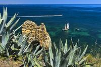 Wildromantische Küste an der Bucht von Lagos, Lagos, Algarve, Portugal