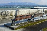 Eisiger Sturmtag am Genfersee, Versoix bei Genf, Schweiz