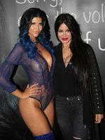 Erotik-Darstellerin Micaela Schäfer und Botschafterluder Djamila Rowe bei der Erotikmesse Venus in Berlin 2018