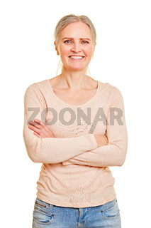 Glückliche lächelnde ältere Frau von vorne