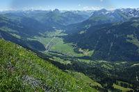 Bregenzerwald; Blick von der Kanisfluh auf Au und Schoppernau
