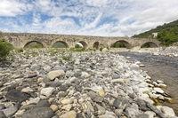 Historische Römerbrücke in Frankreich