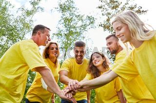 Start-Up Team bei einer Teambuilding Übung
