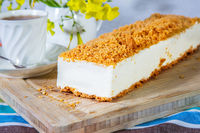 Cheesecake with orange crumbs