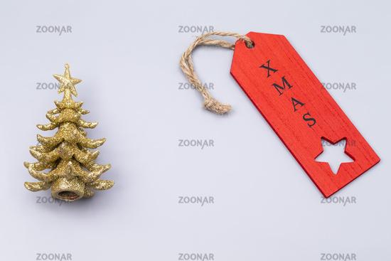 Goldener Weihnachtsbaum grauer Hintergrund