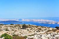 Blick von Berg Kamenjak der Insel Rab auf die kroatische  Adria mit verschiedenen Inseln