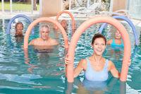Übungen für Hydrotherapie im Schwimmbad