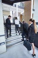 Gruppe Geschäftsleute im Treppenhaus