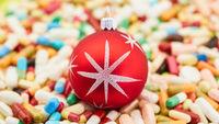 Christbaumkugel auf Medikamenten