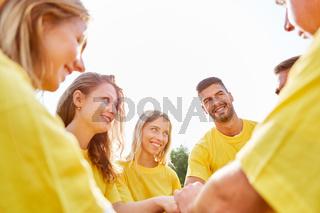 Gruppe entwickelt den Teamgeist