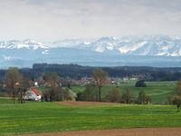 Wolfegg -Blick von der Loretokapelle auf Alpen