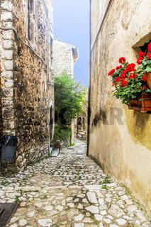 Narrow street Labro