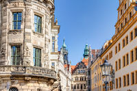 Barocke Architektur in Dresden mit Georgentor im Schloss
