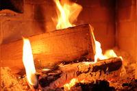 Holzfeuer mit Flammen