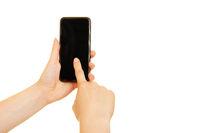 Hand wischt mit Finger über Smartphone Touchscreen