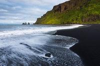Reynisfjara Schwarzer Sandstrand auf Island