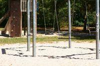 Spielplatz mit Schaukel