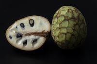 Chirimoya Obst auf weißem Hintergrund
