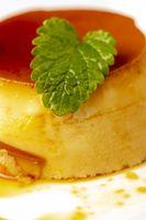 Zitronenmelisse auf Flan