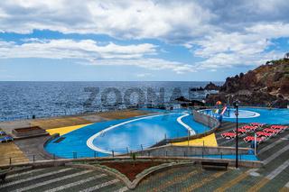 Schwimmbecken in Funchal auf der Insel Madeira, Portugal