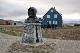 Ammundsen-Denkmal, Spitsbergen