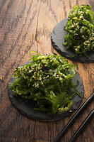 Spicy wakame salad
