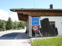 Grenzschild Republik Österreich am Grenzübergang Dürrnberg