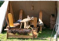 Zeltlager und Gegenstände aus dem Mittelalter bei einem Mittelalter Spektakel