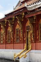 Nordseite des Tempels Wat Sensoukharam dekoriert mit Dachstützen, Luang Prabang, Laos