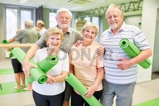Sportliche Senioren freuen sich auf Gymnastik Kurs