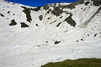 Alpinisten im verschneiten Salentse Kar, Grand Muveran Gebiet, Ovronnaz, Wallis, Schweiz