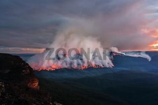 Mount Solitary bush fire burning at dusk