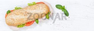 Sandwich Baguette Vollkorn Brötchen belegt mit Schinken Banner Textfreiraum Copyspace von oben