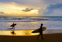 Two Surfers beach silhuette Bali