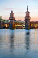 Die Oberbaumbrücke und die Spree in Berlin