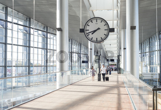 Couple Kastrup airport hall  Copenhagen