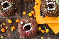 Gruselige Donuts zu Halloween