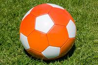 Orangefarbener Fußball