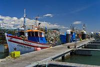 Fischerboot im Hafen von Santa Luzia